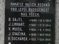 Detail pamětní desky na pomníku obětem 2. světové války v Trnávce